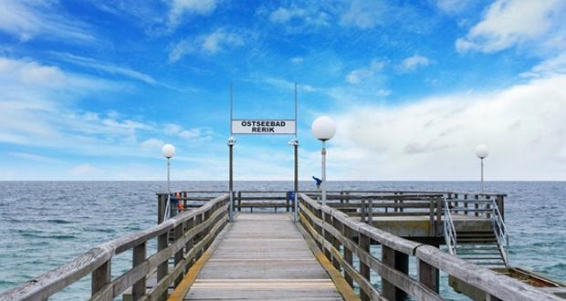 Urlaubsort an der Ostsee mit Seebrücke